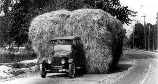 At Model TT var en skikkelig arbeidshest vitner dette bildet om. Her er den lastet med 3,6 tonn høy.