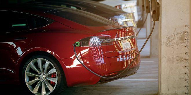 Tesla lader opp USA, men nå lever ellbilfordelene farlig. (Foto: Tesla)