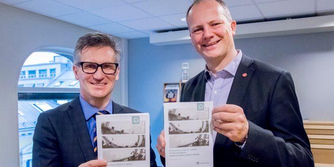 Datatilsynets direktør Bjørn Erik Thon og samferdselsminister Ketil Solvik-Olsen tar personvernet på alvor, og vil meisle ut en plan for å bevare dette også i framtiden. (Foto: Tor L. Midtbø, SD)