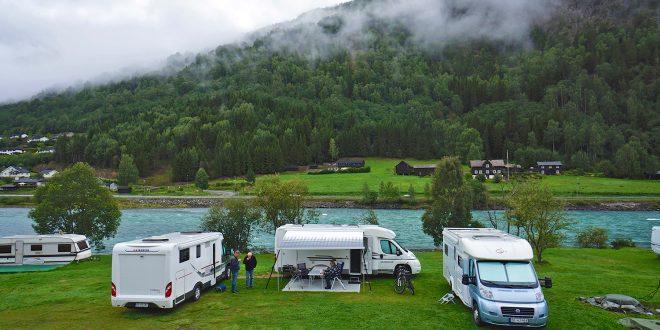 Dette gjør stadig flere nordmenn, nemlig camping med bobiler og campingvogner. (Foto: Handout)