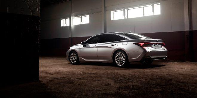 Toyota rakk å selge fem eksemplarer av den helt nye Avalon Hybrid i 2017. Men det blir nok ganske mange flere i framtiden. (Foto: Toyota)
