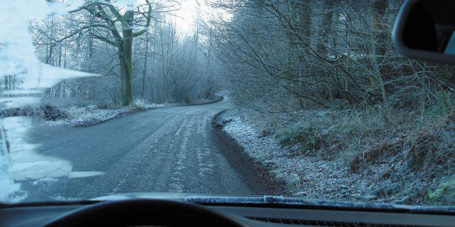 Pass på å ha god sikt på vinterveiene. (Arkivfoto)