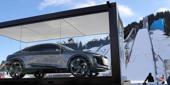 Allerede under hoppuka kunne tilskuerne se Audi E-Tron. Den kommer til Genève Motor Show. (Foto: Audi)