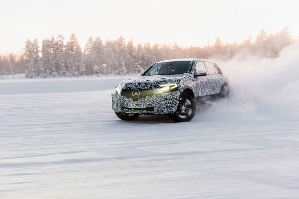 Den nye Mercedes EQC er i kamoflasje, men designet er enkelt å tyde.