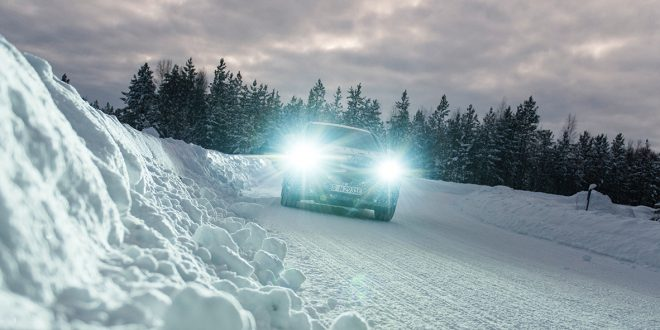 Her tester Mercedes elbil-modellen EQC i Nord-Sverige. (Alle foto: Mercedes)
