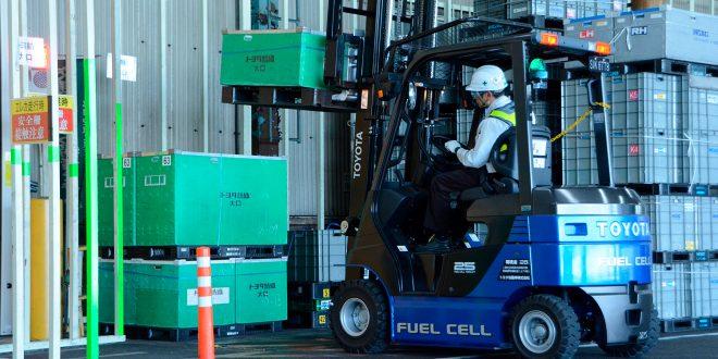 Toyota har nå 22 hydrogendrevne gaffeltrucker i en av sine fabrikker. (Foto: Toyota)