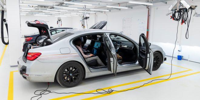 BMW satser tungt på selvkjørende biler. (Begge foto: BMW)