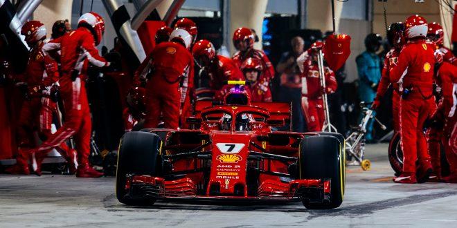 Kimi Räkkönens løp fikk en brå slutt etter at han kjørte over beinet til en mekaniker. (Foto: Ferrari)
