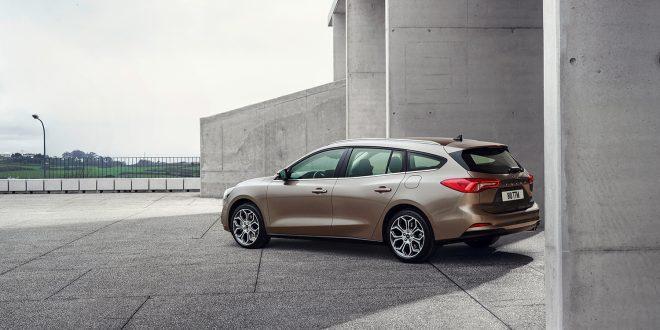 Stasjonsvognvarianten av Ford Focus Titanium med 1,0-literts motor koster 314.000 kroner. (Foto: Ford)