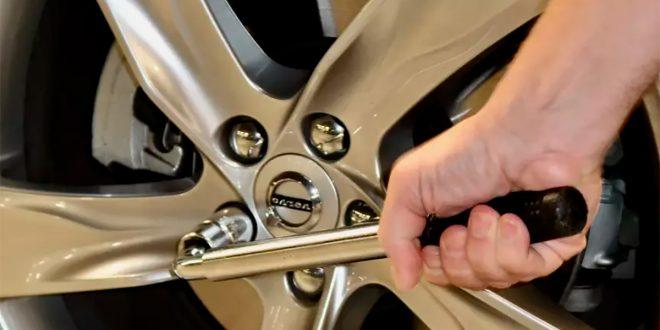 Mange hundre mister hjulet hvert år på grunn av løse hjulbolter. (Illustrasjon: Gjensidige)