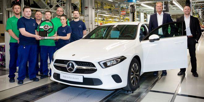 Mercedes produserer nye A-klasse på fabrikken i Ungarn. (Begge foto: Mercedes)