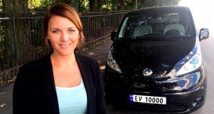 Snart kommer EV-skiltene, og generalsekretær Christina Bu i Norsk elbilforening kan smile. (Foto: Elbilforeningen)