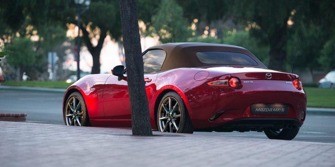 Mazda oppgraderer MX-5, og den får mer krefter. (Begge foto: Mazda)