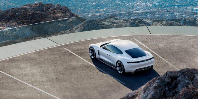 Porsche har byttet navn på elbilen Mission E, og den heter nå Taycan. (Alle foto: Porsche)