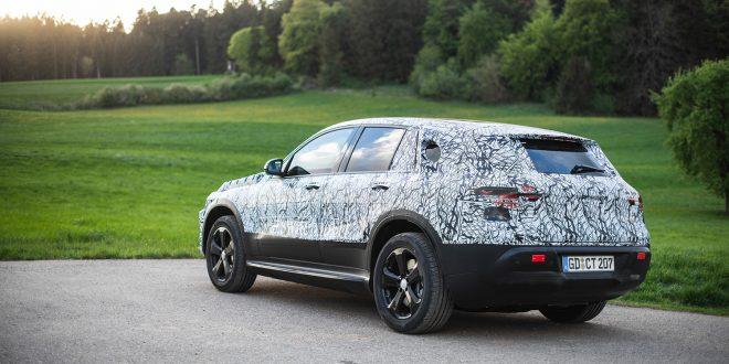 Mercedes har tatt sin kommende elbil EQC ut i skogen. (Foto: Mercedes)