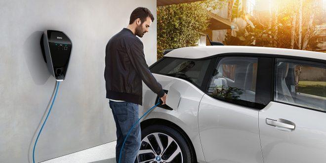 Et stort hinder i elbilutviklingen er ladingen. Nå kan norske forskere har løst mye av denne floken. (Foto: BMW)