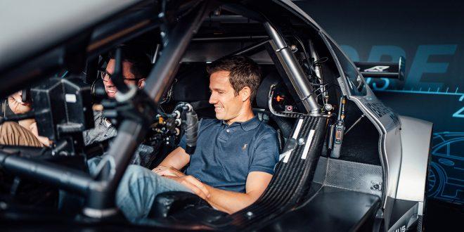 Sébastien Ogier skal prøve seg i DTM-serien. (Begge foto: Mercedes)