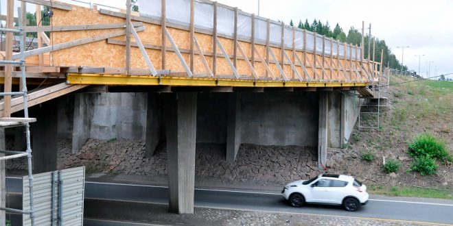 Norske bruer gjennomgår både sjekk og vedlikehold. Blant annet jobber Vegvesenet nå med en bru fra i 1967 i Lier. (Foto: Kjell Wold, Vegvesenet)