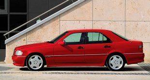 Denne modellen startet AMG-eventyret ‒ C 36 AMG i 1993. (Alle foto: Mercedes)