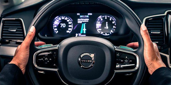Du bør helst holde hendene i rattet når du kjører en Volvo, om vi skal tro en ny test. (Foto: Volvo)