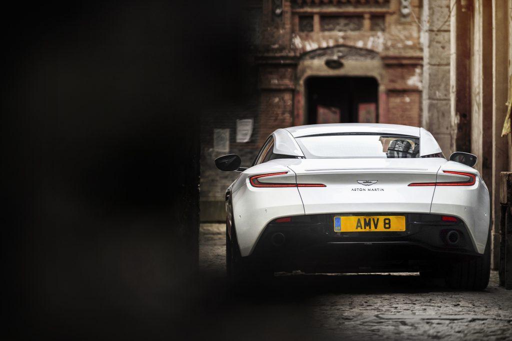 Aston Martin DB11 med V8 har den samme enden som V12.