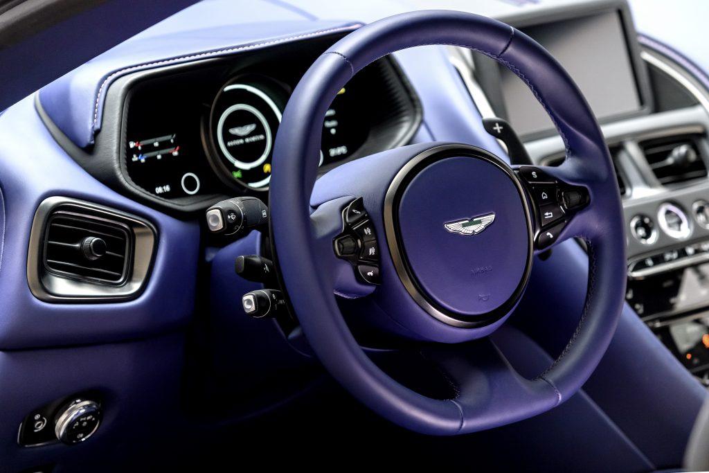 Aston Martin har ikke forandret noe på innsiden av den nye modellen.