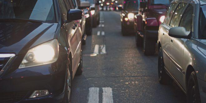 Unge førere tenker på prikkene ute i trafikken.