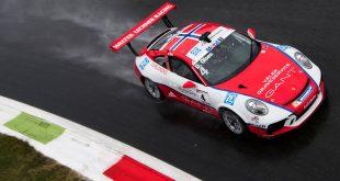 Dennis Olsen er kun to poeng bak lederen i Porsche Supercup. Det gjenstår to runder. (Foto: Porsche)