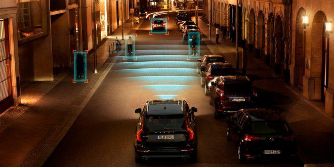 EU vil at allle bilene får sikkerhetsassistenter, slik som Volvos fotgjengergjenkjenner. (Foto: Volvo)