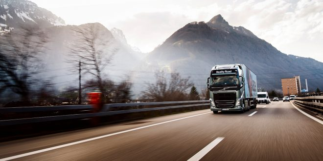 Tunge kjøretøy kan volde mye skader, så de bør være i god stand. Som denne Volvoen på bildet. (Illustrasjonsfoto: Volvo)