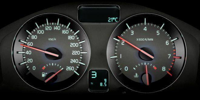 Det blir stadig dyrere å bryte trafikkreglene, så pass på farten. (Foto: Volvo)