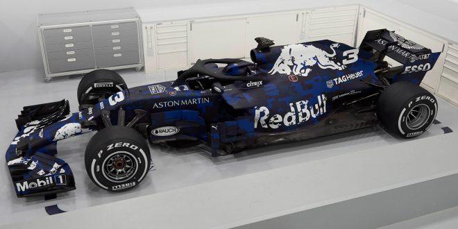 Red Bull har avduket den nye RB14 som skal brukes i 2018. Og slapp av, designet er kun for lanseringen. De viser det riktige designet i neste uke. (Alle foto: Red Bull)
