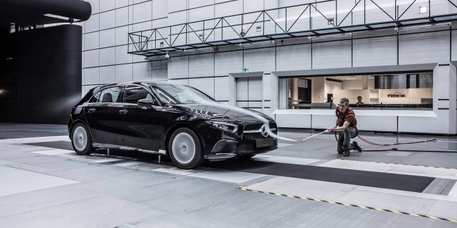 Mercedes-Benz Norge har satt prisene på den nye A-klassen. (Begge foto: Mercedes)