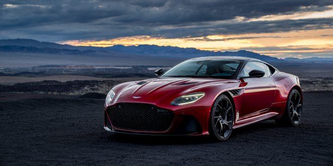 Skjønnheten og udyret. Det kan vi trygt si om Aston Martin DBS Superleggera. (Alle foto: Aston Martin)