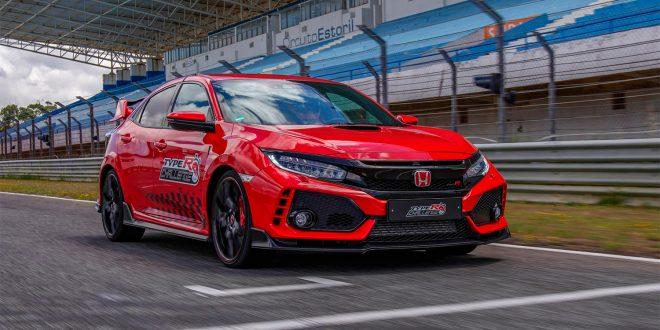Honda Civic Type R er lynrask, og setter rekord etter rekord. (Begge foto: Honda)