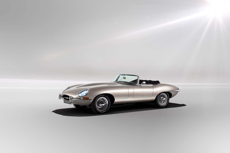 Jaguar E-Type har vunnet uttallige kåringer opp gjennom årene, og el-varianten er akkurat like vakker. (Foto: Jaguar)