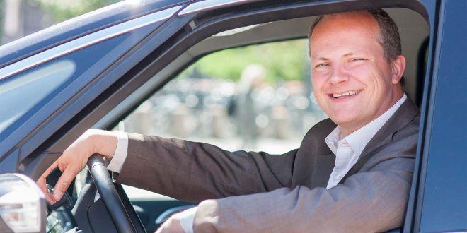 Ketil Solvik-Olsen får skryt for jobben han har gjort som samferdselsminister. (Foto: SD)