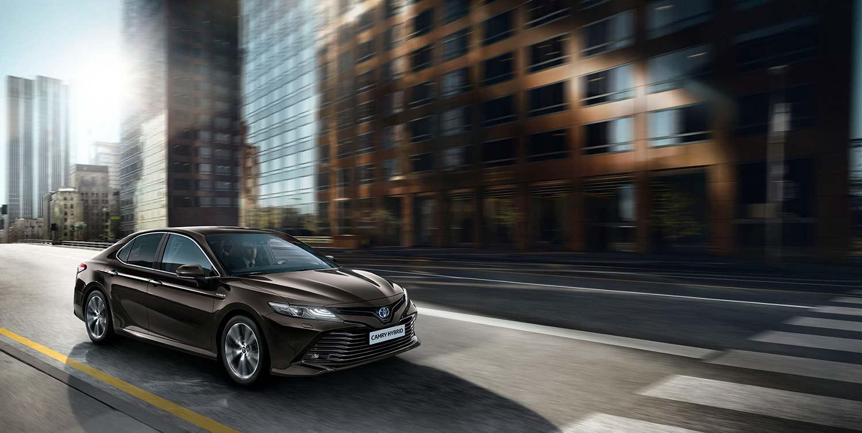 Også Camry returnerer til Norge neste år. Her er den nye hybridvarianten. (Foto: Toyota)