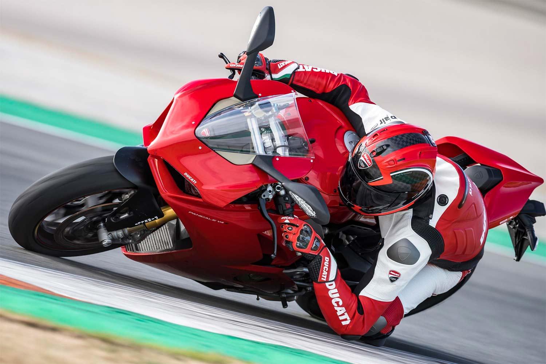 Ducati Panigale V4 er et kjøremonster. (Foto: Auto Trader)