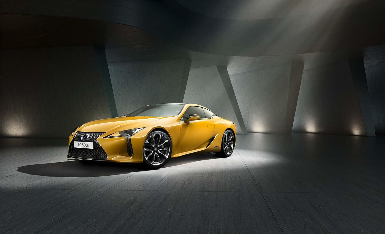 Ingen tvil om at denne gule LC-modellen vekker oppsikt. (Foto: Lexus)