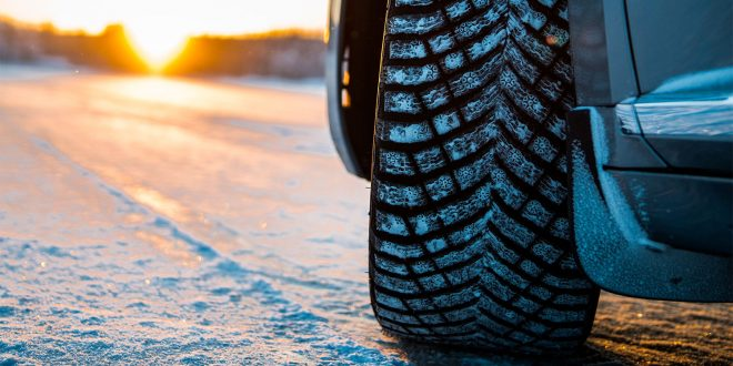 Michelins piggdekk X-Ice North 4 fungerer ekstremt bra på is. (Foto: Michelin)