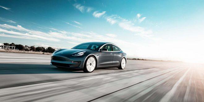 Tesla fjerner to fargevalg for å få fart på produksjonen. Her Midnight Silver som vil være tilgjengelig også i framtiden. (Foto: Tesla)