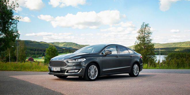 Her er den nåværende Ford Mondeo Hybrid. Snart kommer den også som hybrid og stasjonsvogn. (Foto: Ford)