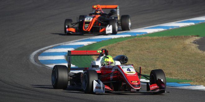 Mick Schumacher kjører i fotsporene til faren, legenden Michael. (Foto: Mercedes)