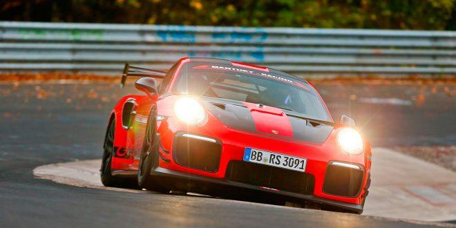 Denneer verdens raskeste serieproduserte bil rundt Nordschleife. (Foto: Porsche)