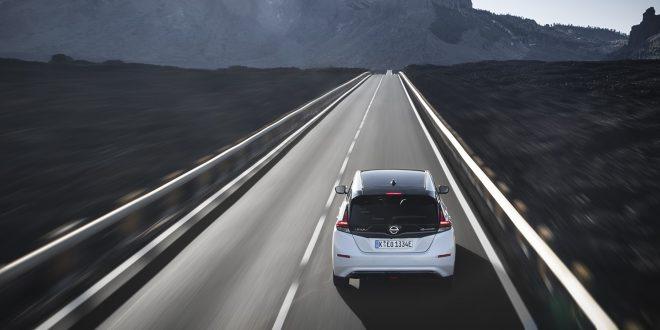 Det ble solgt 388 nye Nissan Leaf i Sverige i november, og var den 17, mest solgte bilen.Men totalt så langt i år er det kun det 59. mest solgte modellen i Sverige. (Begge foto: Nissan)
