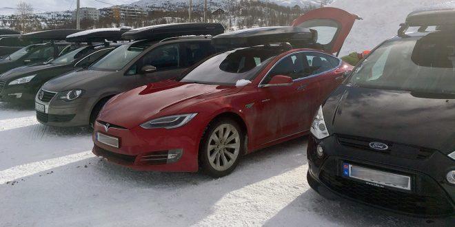 Tesla Model S takler skiboks, men det gjør langt fra alle elbilene. (Foto: Elbilforeningen)