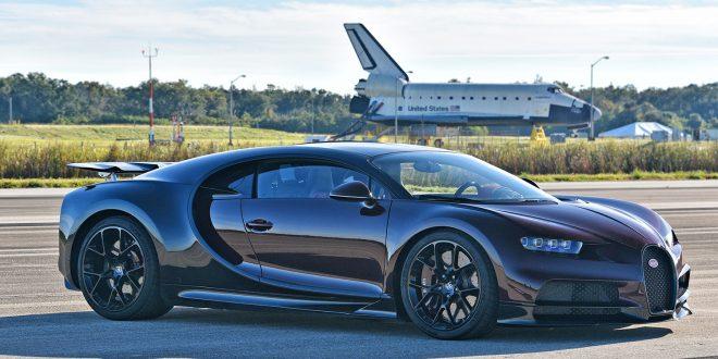 Denne bilen er like rask som romferja den står parkert foran. (Alle foto: Bugatti)
