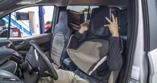 Ford forkledde en fyr som et sete for å teste ut signaler. (Alle foto: Ford)