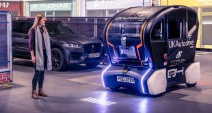Jaguar Land Rover har laget et signalsystem for forgjengerne. (Alle foto: JLR)